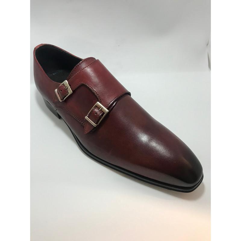 chaussure homme en cuir rouge a boucles. Black Bedroom Furniture Sets. Home Design Ideas